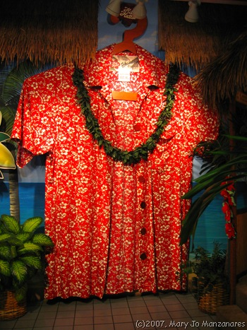 Giant Aloha shirt at Hilo Hattie's, Honolulu