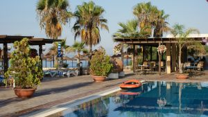 hotel resort swimming pool