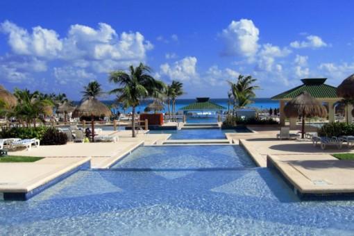 Infinity pool in Cancun