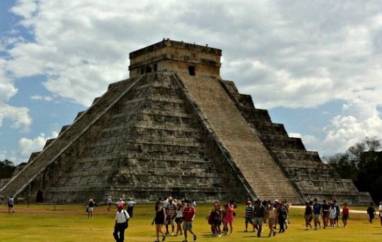 pyramids in chichen itza