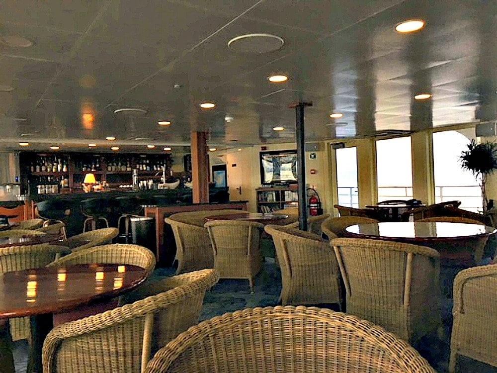 Lounge on Safari Voyager