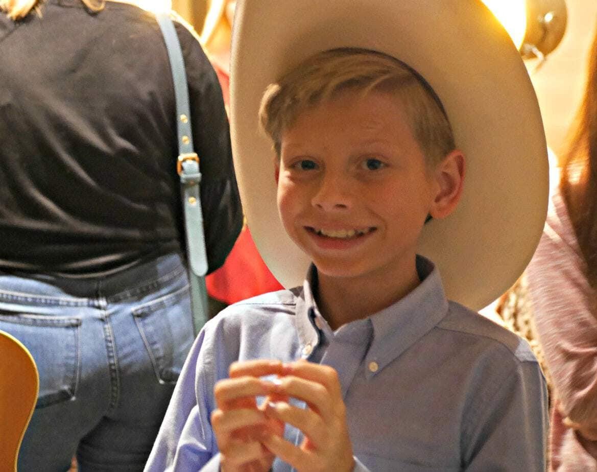 Mason Ramsey yodeling walmart boy