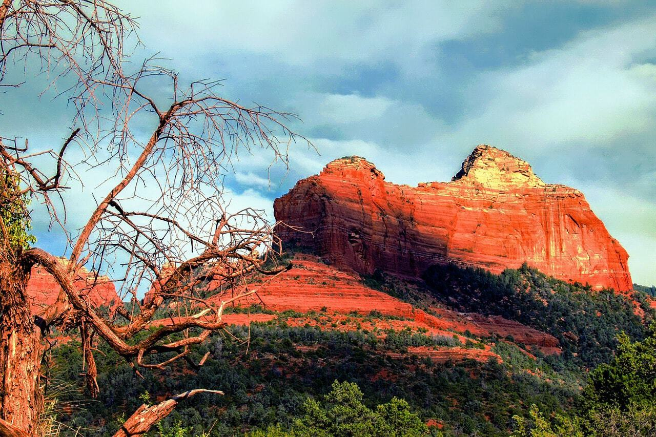 hiking in Sedona red rocks