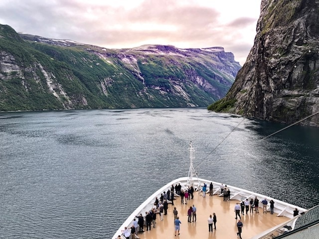 cruising geirangerfjord